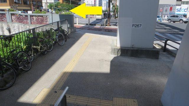 県庁前駅の階段下