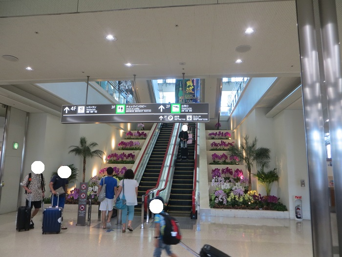 1階中央エスカレーター