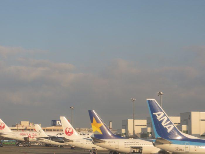福岡空港に並ぶ飛行機